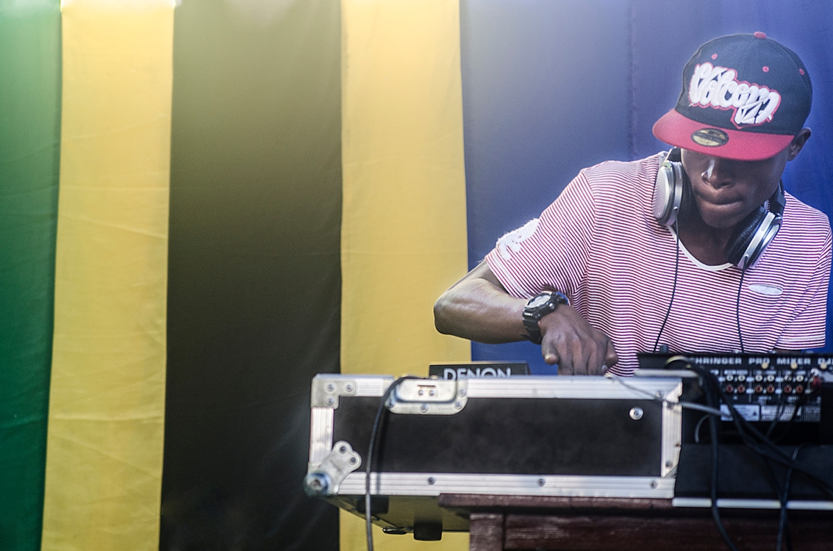 30 days of Tanzanian hip hop: Day 12 DJ @ the 2013 Swahili Hip Hop Summit